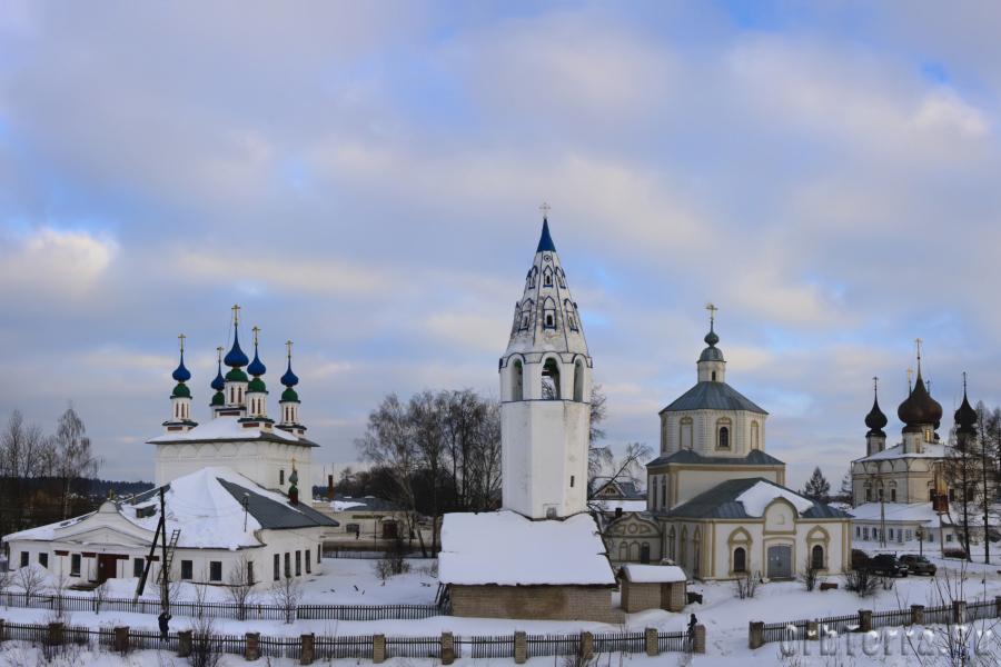 Церкви на центральной площади.