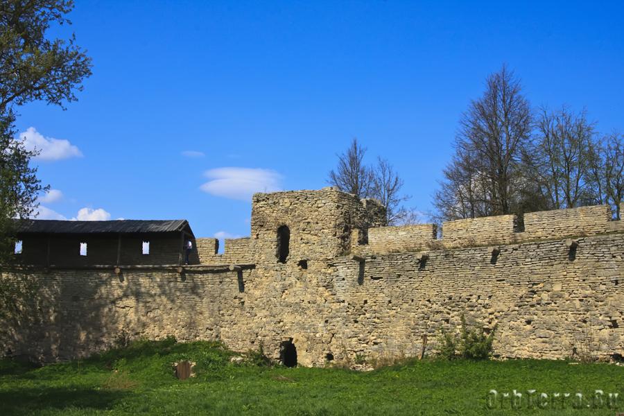 Малая башня сохранила свой первоначальный облик 1387 года.