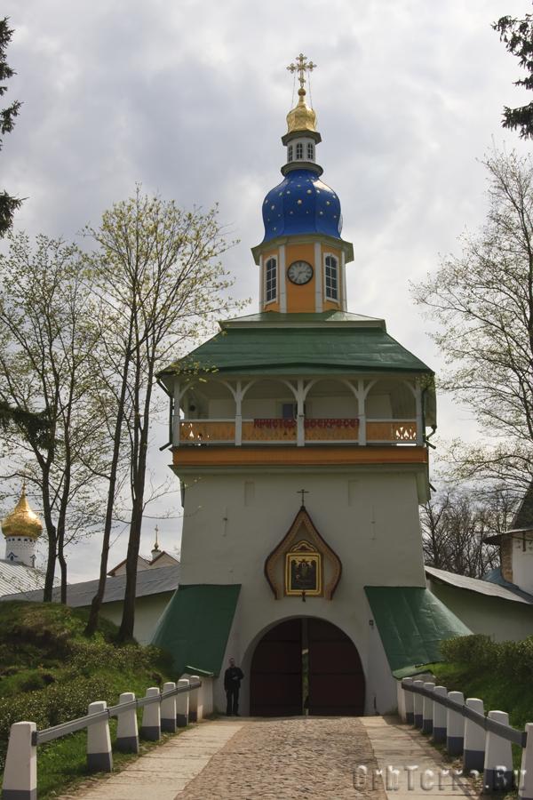 Петровская башня (Святые врата).