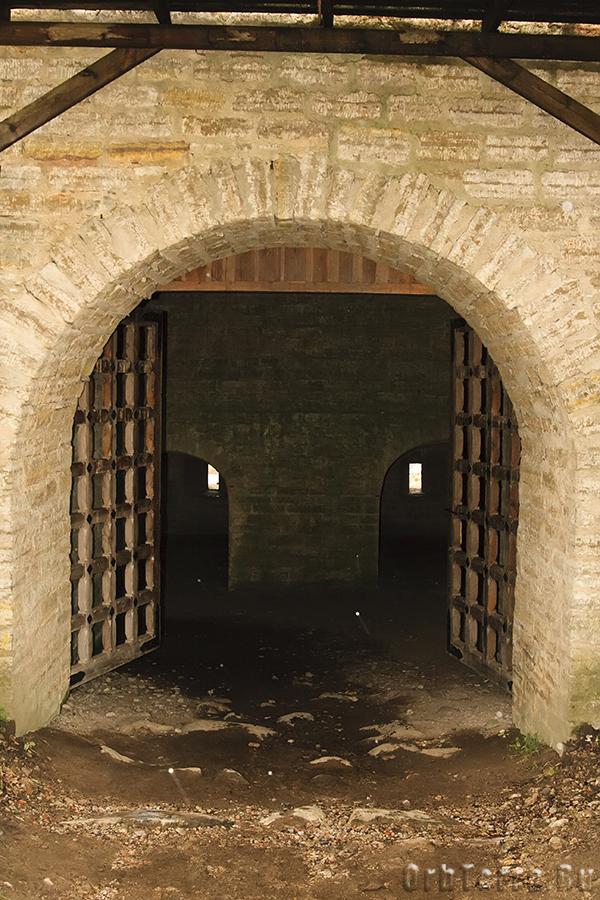 Захаб под воротной башней.