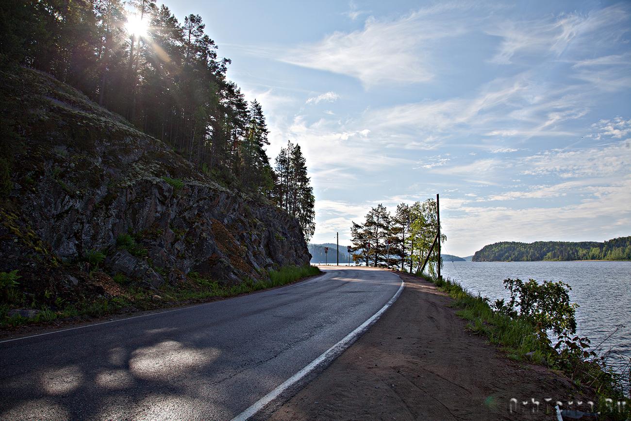Дорога по берегу залива Кирьявалахти.