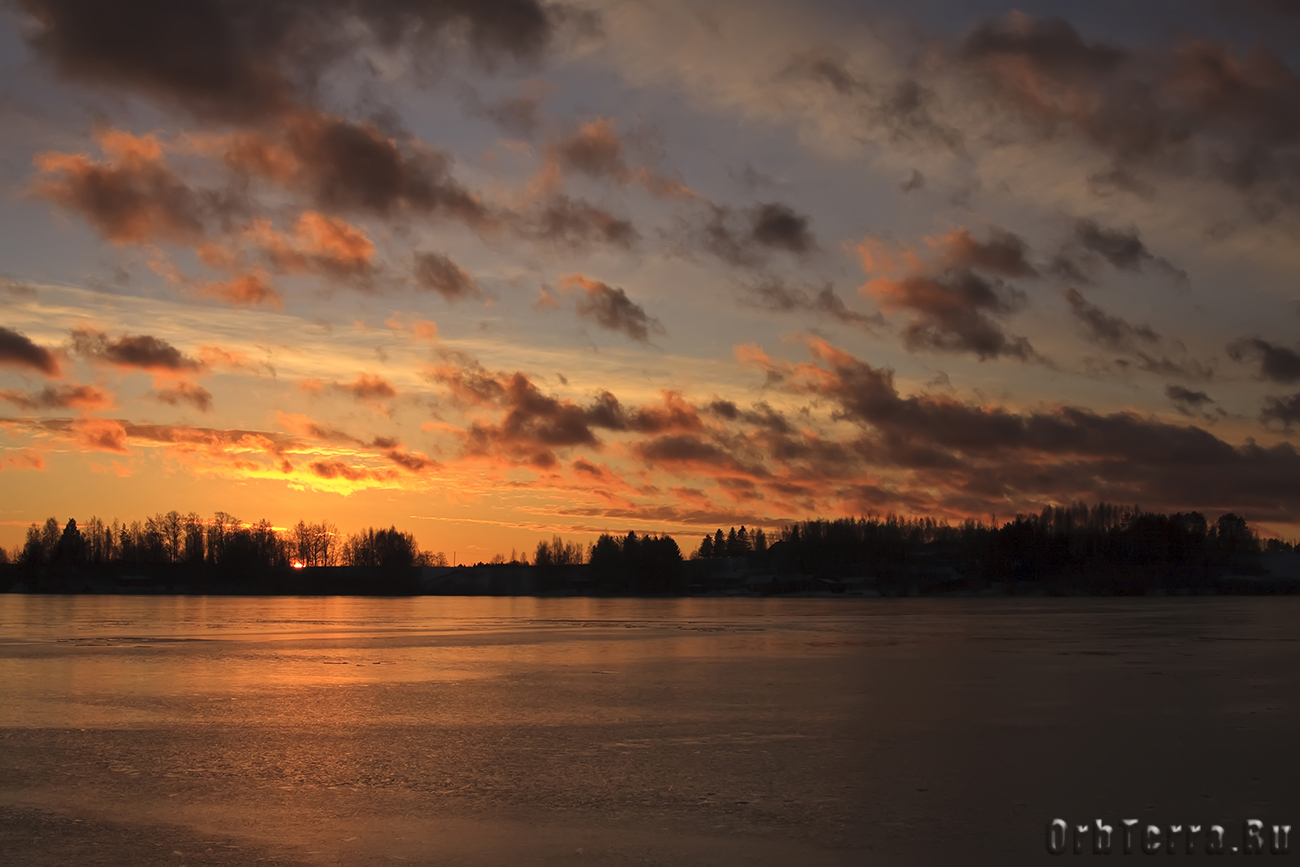 Закат над озером Курёсиярви