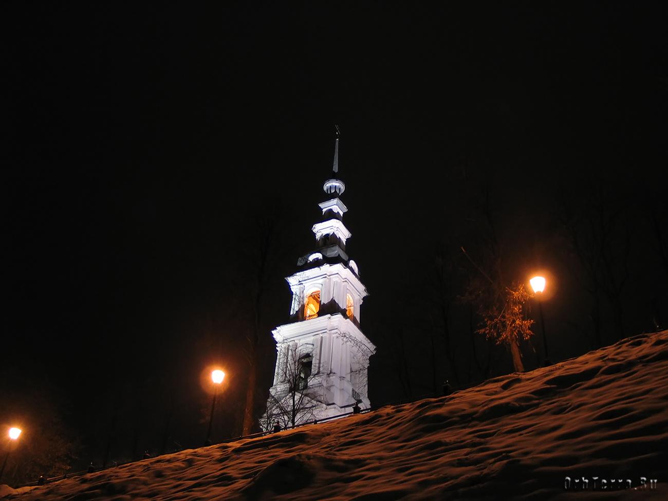 Колокольня при Успенском и Троицком соборах (XVIII в.).