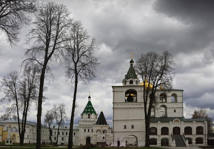 Монастырская колокольня 1603 г.