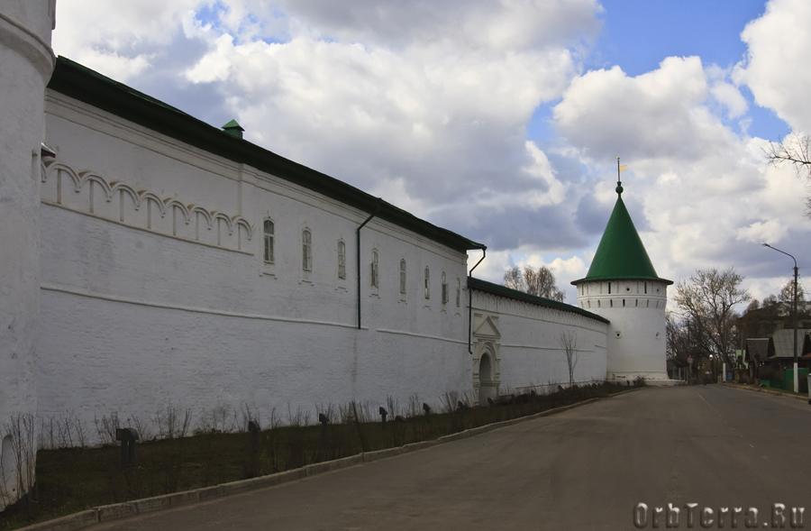 Северная стена Ипатьевского монастыря.