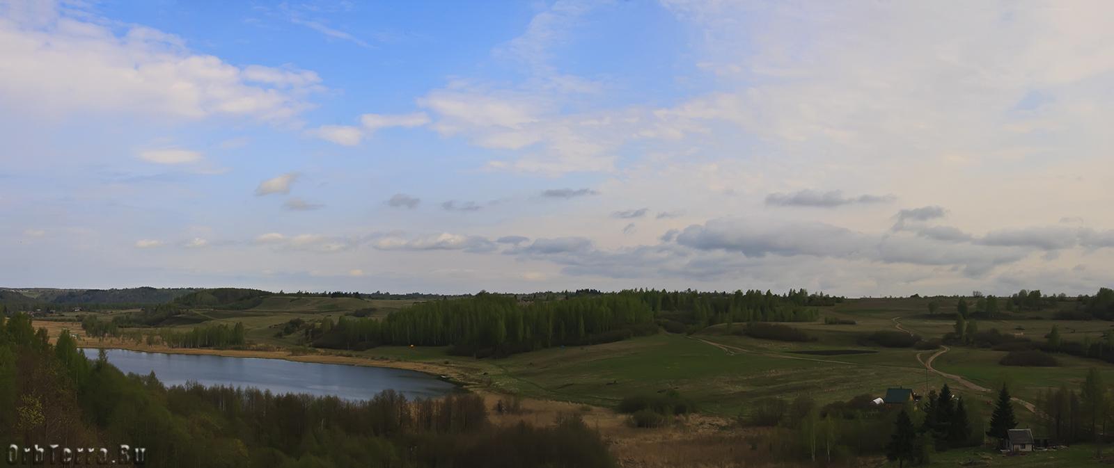 Вид с башни Луковка на Городищенское озеро.