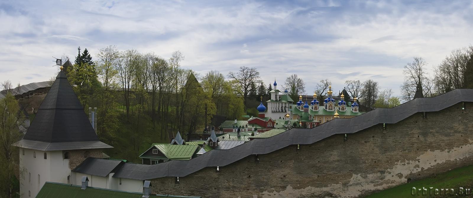 Свято-Успенский Псково-Печерский монастырь XV в.