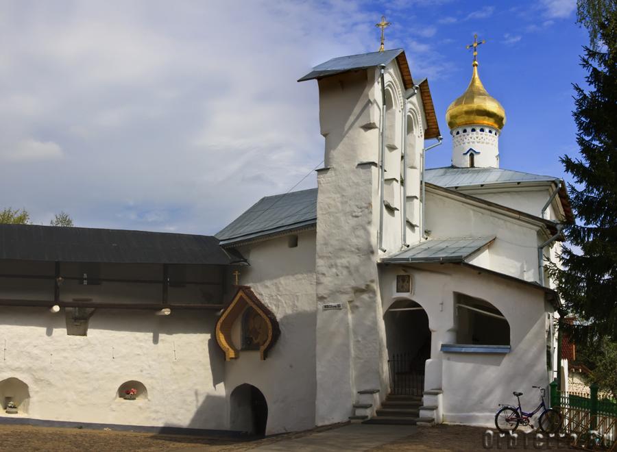 Никольская церковь и башня Колокольная.