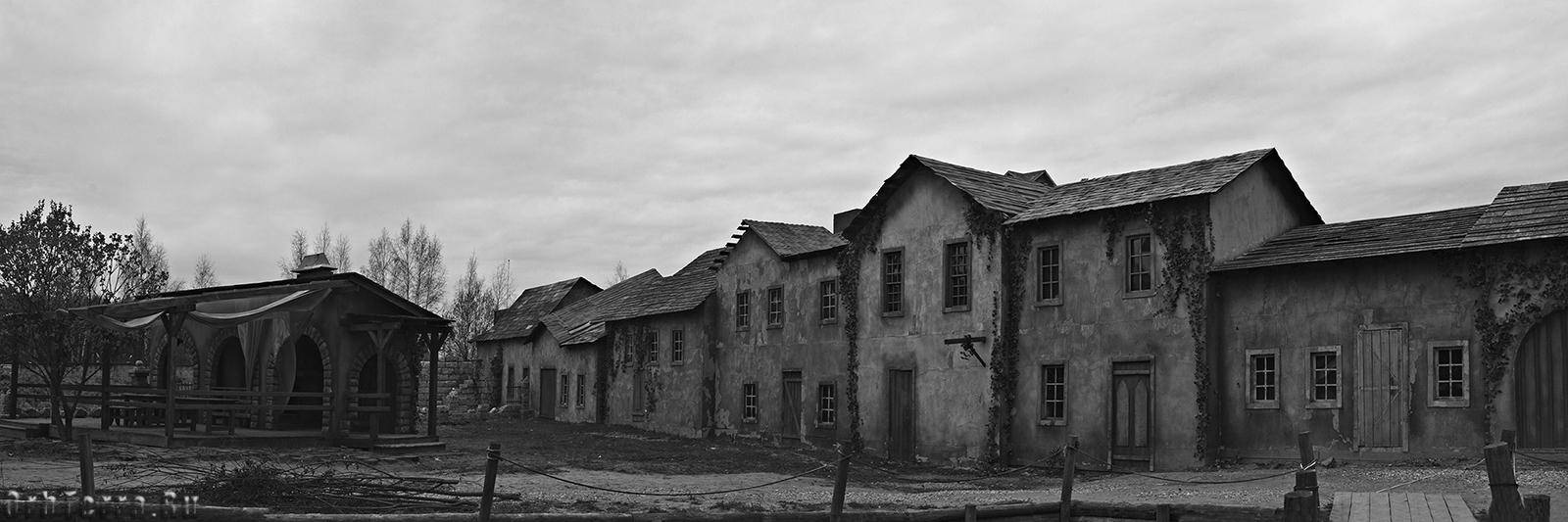 Набережная города призрака.