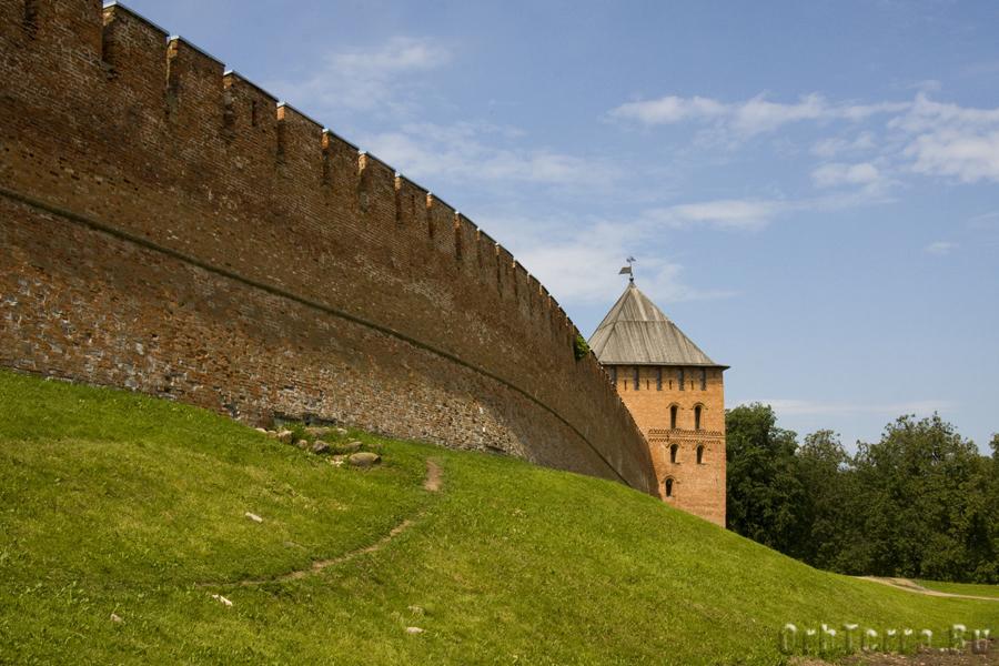 Стена и Владимирская башня.