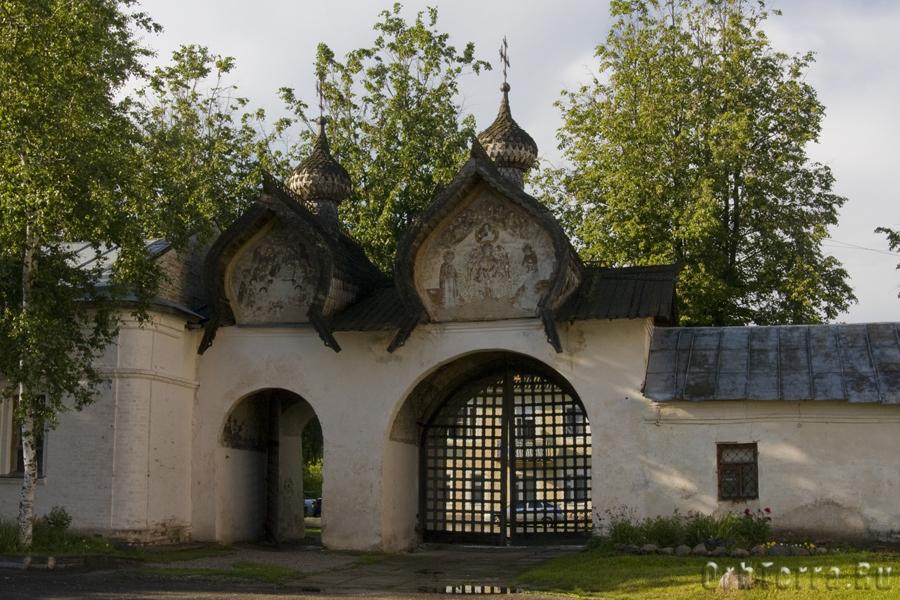 Ограда Знаменского собора XVII в.