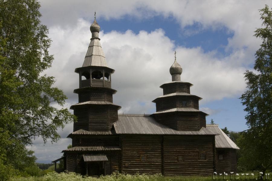 Ярусная церковь Николы 1767 года из деревни Высокий Остров Окуловского района.