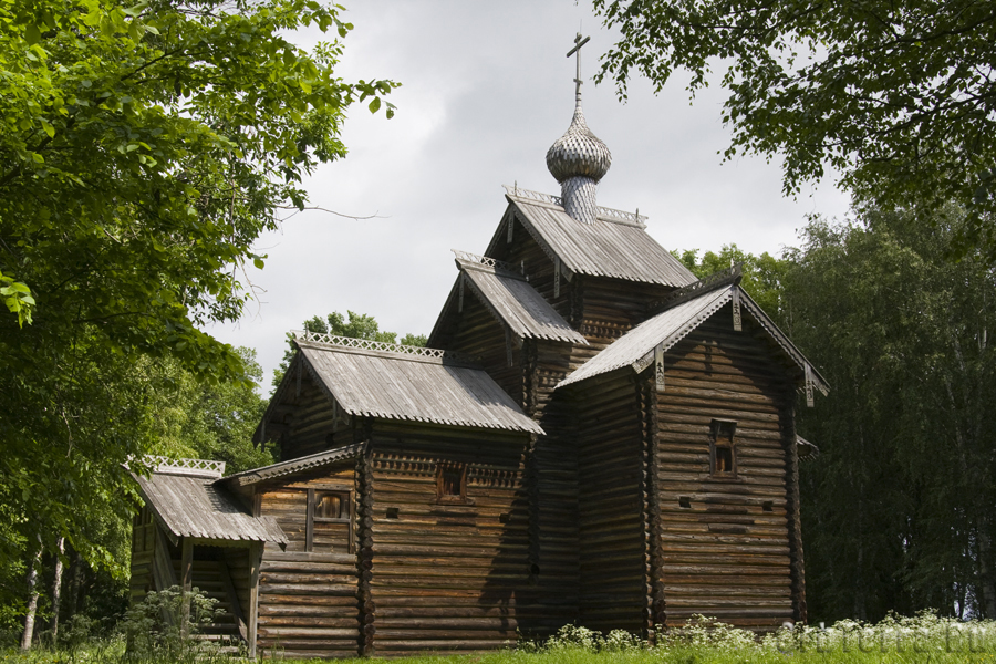 Церковь Николы 1642 года из деревни Мякишево Хвойнинского района.