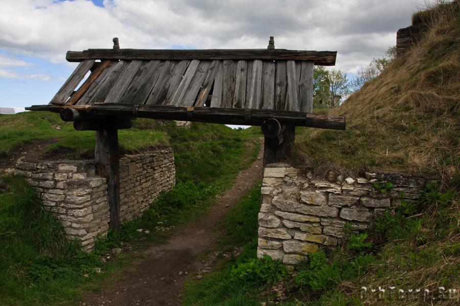 Ворота первой крепости на Труворовом городище.