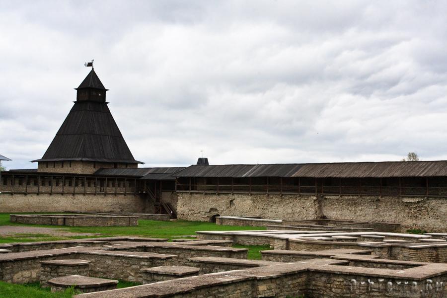 Довмонтов город. Власьевская башня.