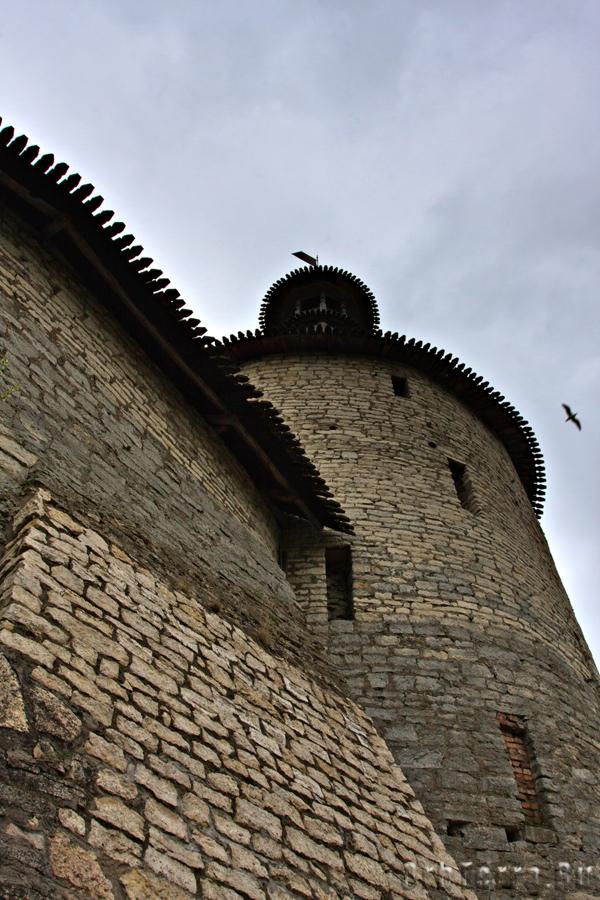 Псковский кром. Средняя башня.