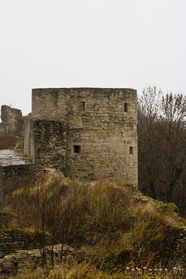 Средняя башня.