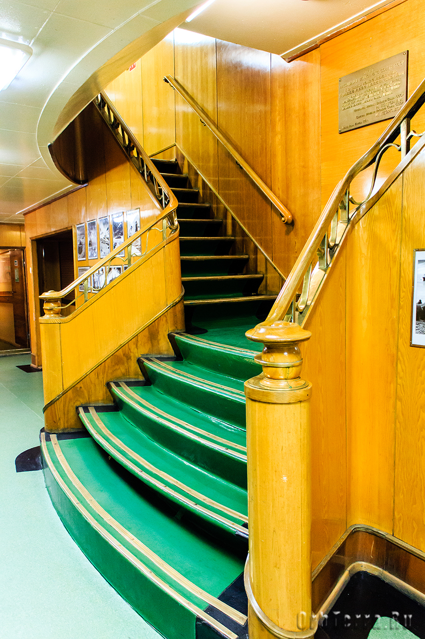 Парадная лестница в конференц-зал