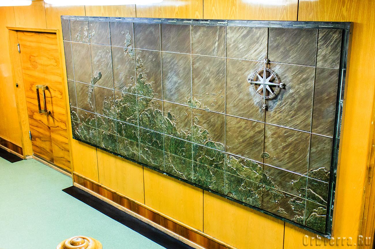 Панно с картой северного морского пути