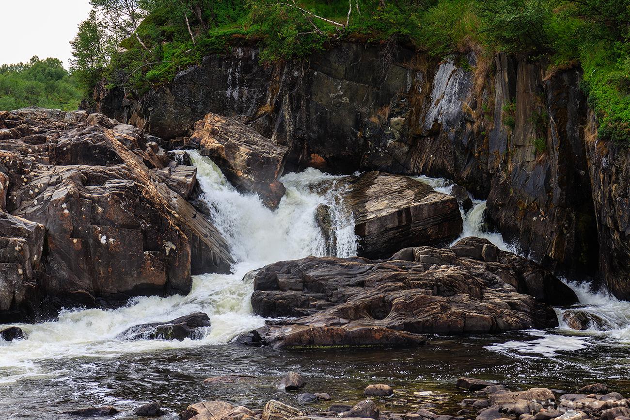 Водопад на реке Титовка.