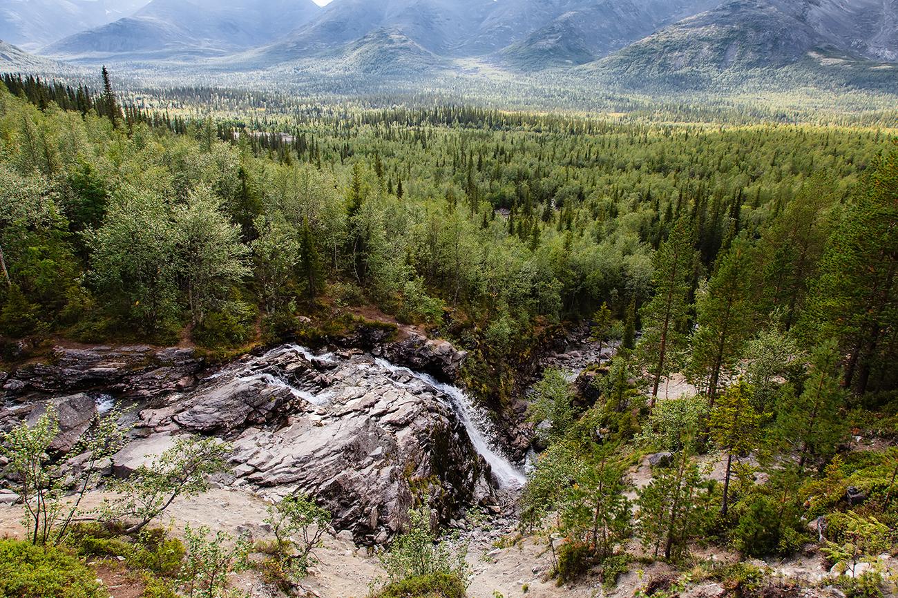 Вид от водопада на реке Рисйок.