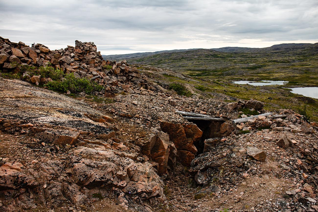 Немецкие траншеи пробитые в скальном массиве.