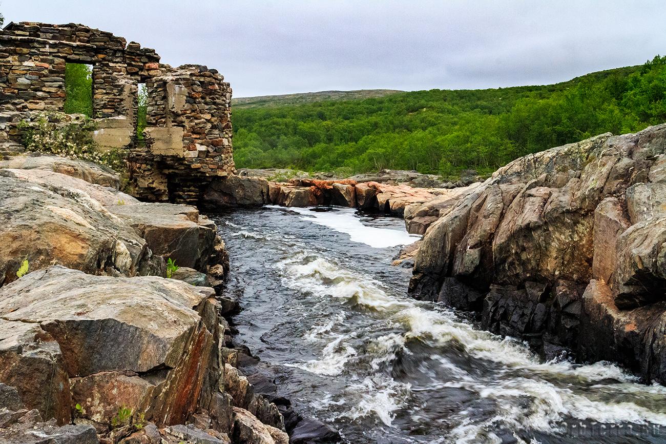 Руины гидроэлектростанции.