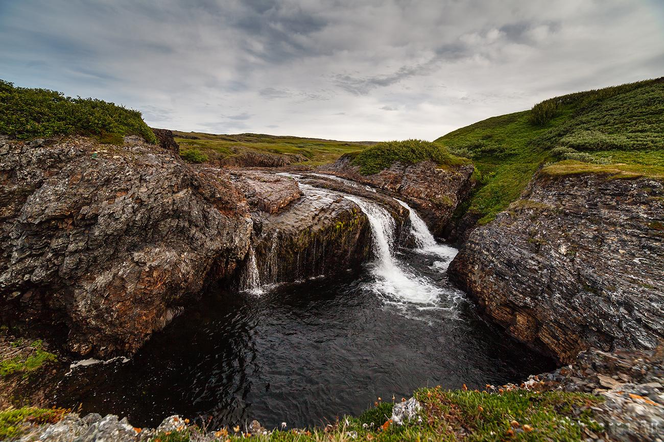 Водопад на реке Скорбеевская.