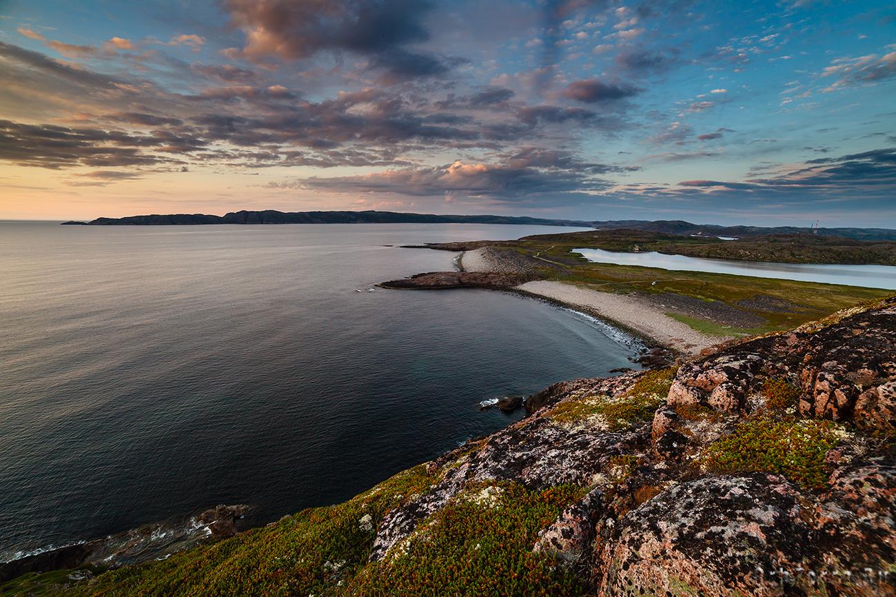 Вид на губу Териберская и полуостров Териберский.